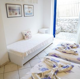 Rent an apartment on Ithaca, beds and entrance