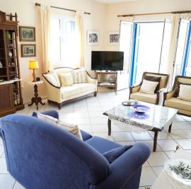 Rent accommodation on Ithaca, living room