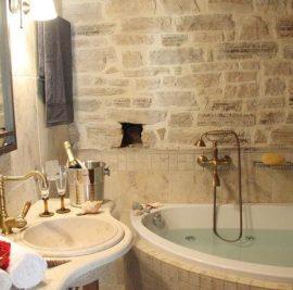Rent accommodation on Ithaca, jacuzzi