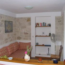 Book accommodation on Ithaca, living room