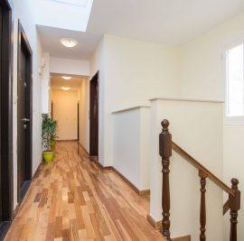 Rent accommodation on Ithaca, corridor