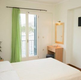 Book an apartment on Ithaca, bedroom
